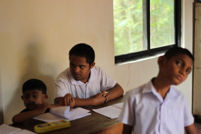 Schoolproject in Pilimathalawa